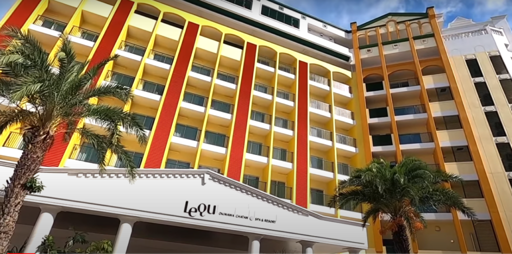 沖縄の最新リゾートホテル!超豪華プールにビュッフェも大満足!【レクー沖縄北谷 スパ&リゾート】