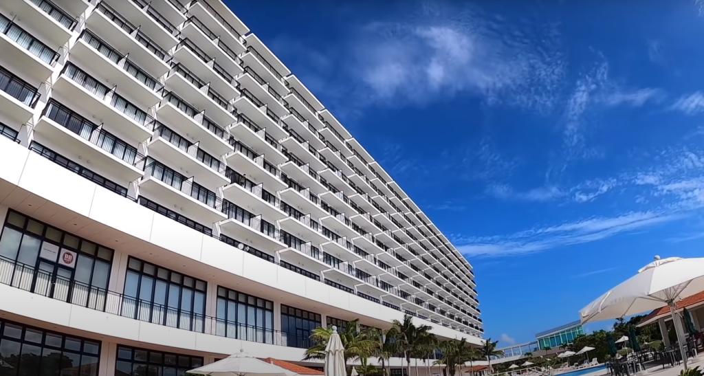 広がるパノラマビュー!品数の多いビュッフェと専用ラウンジが最高だった【サザンビーチホテル&リゾート沖縄】