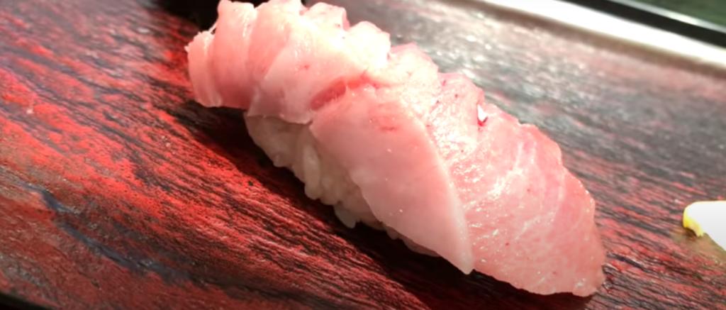 どれを食べても美味しい!目の前で板前さんが握ってくれる立ち寿司のコスパが最強だった【立ち寿司横丁 新宿西口】
