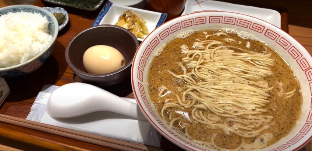 ラーメン屋さんなのにさば定食?!魚を余すことなく使用した濃厚スープがたまらなく美味かった!【炭火焼濃厚中華そば 海富道】
